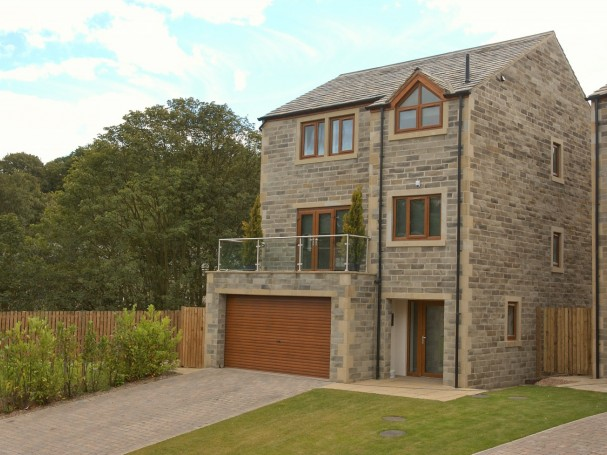 Victoria Court, Holmfirth - detached property